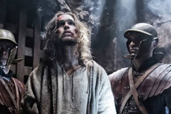 O ator português Diogo Morgado interpreta Jesus na série (Reprodução/Twitter@D_Morgado)