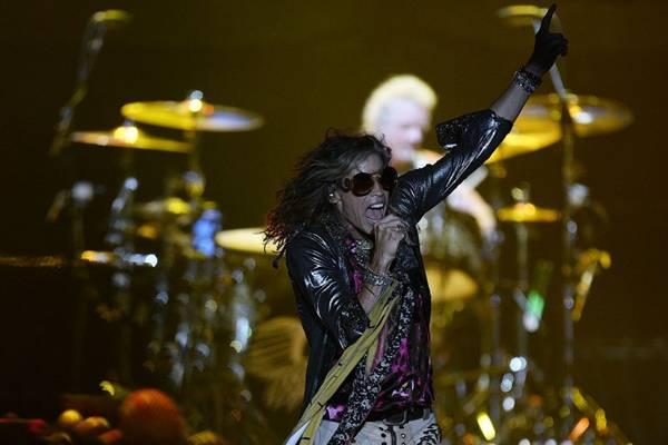 Aerosmith se apresentou na última terça-feira, 15, em Curitiba e se apresenta em São Paulo no encerramento do festival Monsters of Rock (Juan Barreto/ AFP Photo)