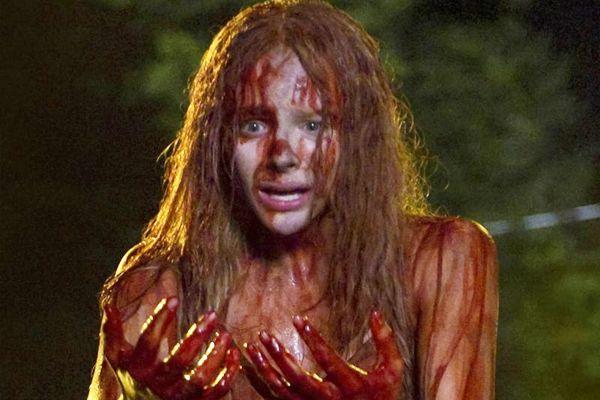 Chloë Grace Moretz interpreta Carrie em remake do longa de Brian De Palma (Columbia Tristar/Divulgação)