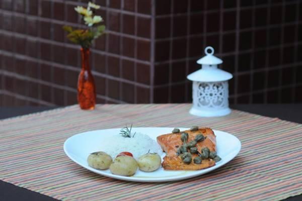 O salmão do D'Vilela chega à mesa ao molho de laranja e alcaparras  (Carlos Moura/CB/D.A Press)