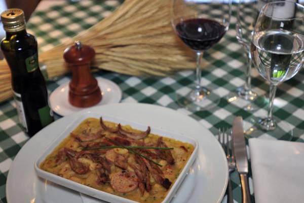 Cassoulet do restaurante Toujours é servido sábado e domingo como prato do dia, mas também aparece no menu da casa (Ed Alves/CB/D.A Press)