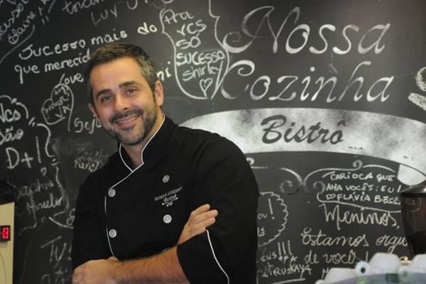 O chef Alexandre Albanese e o filé à parmegiana: cliente vai ao restaurante já pensando no prato (Carlos Moura/CB/D.A Press)