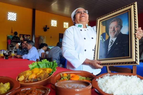 O ex-presidente Luiz Inácio Lula da Silva conheceu o cardápio do restaurante Tia Zélia e aprovou a rabada com agrião (Iano Andrade/CB/D.A Press)