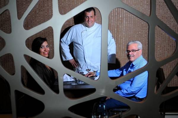 Danielle Gomes Martinez, o chef Luiz Trigo e o consultor Luis Cláudio Martinez: boa cozinha no Clarion Jade Hotel (Janine Moraes/CB/D.A Press)