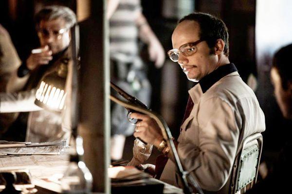 Wagner Moura vive o ardiloso Lindo Rico, um dos antagonistas da trama (Warner Bros/Divulgação)