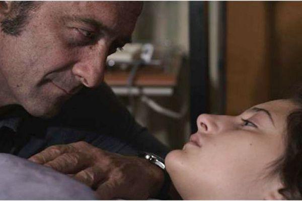 Marco (Vincent Lindon) faz par com Raphaëlle (Chiara Matroianni): tensão erótica é marca da diretora Claire Denis (Diamond Filmes/Divulgação)
