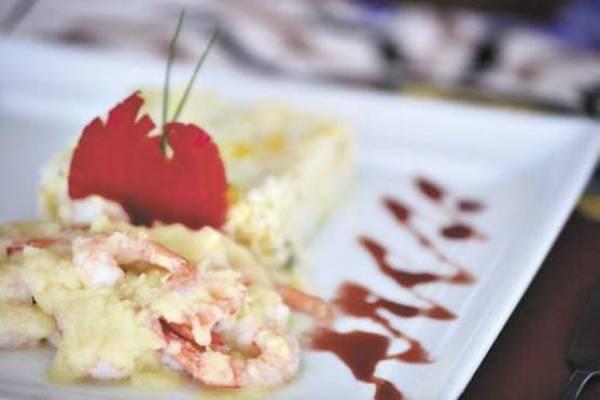 Camarão flambado com arroz de manga: o prato chama a atenção no cardápio do Mercado 153 (Gustavo Moreno/CB/DA Press)