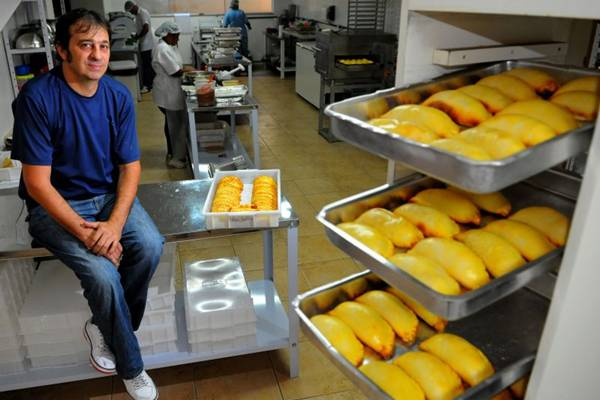 O argentino Gustavo Mariasis trouxe as famosas empanadas para o Brasil (Janine Moraes/CB/D.A Press - 12/3/13)