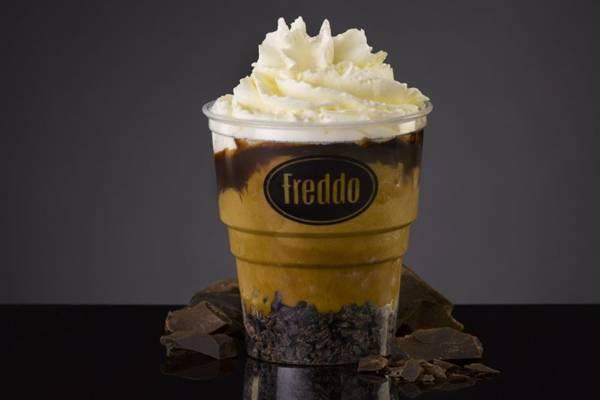 Na Freddo, o doce de leite é utilizado em receitas de sorvetes e drinks, como o sundae, que custa R$ 12,90 (Freddo/Divulgação)