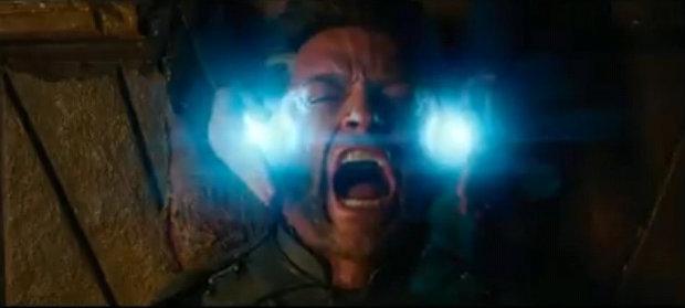 No longa, Wolverine (Hugh Jackman) viaja no tempo para ajudar os mutantes a impedir os planos da Irmandade Mutante liderada por Mística (Youtube/Reprodução)