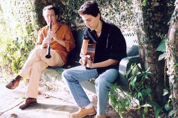 Os músicos se apresentam ao lado do grupo Choro Livre (Silvana Marques/Divulgação)