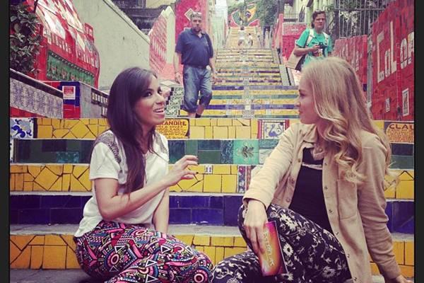 Angélica gravou entrevista com a cantora na escadaria da Lapa, no Rio de Janeiro (Reprodução/Instaram@angelicaksy)