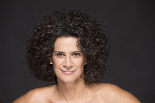 Simone comemora 40 anos de carreira com homenagem às mulheres: a atriz Cristiane Torlone faz a direção geral do show (Leo Aversa/Divulgação)