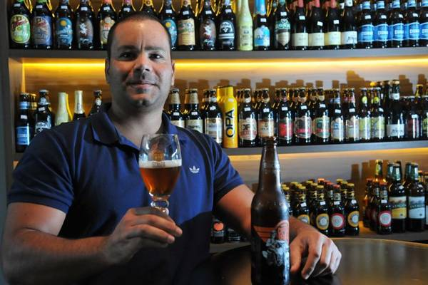 Leonardo Mustafa comemora a chegada das cervejas especiais nas prateleiras de empórios e supermercados (Marcelo Ferreira/CB/D.A Press )