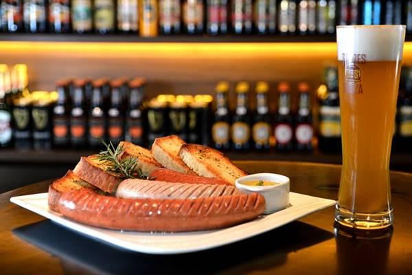 A tábua de salsichas combina com a alemã Maisel's Weisse Dunkel (Monique Renne/CB/D.A Press)
