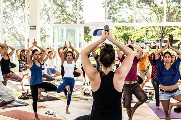 Aula de ioga realizada no CCBB: reuniões acontecem uma vez por mês (Bruno Conceição/Divulgação)