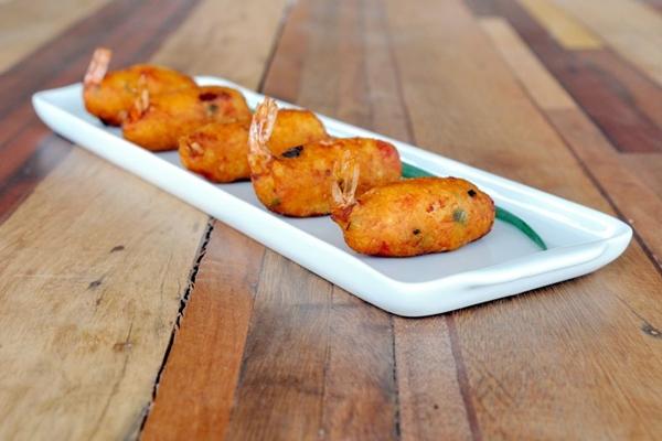 Entradinhas deliciosas, como o bolinho de macaxeira recheado com vários sabores (Zuleika de Souza/CB/D.A Press)