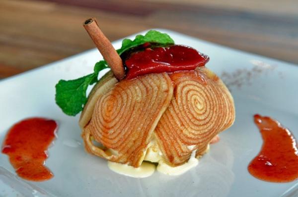 Bolo de rolo com sorvete de creme e calda de goiaba (Zuleika de Souza/CB/D.A Press )
