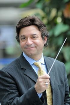 Claudio é maestro da Orquestra Sinfônica do Teatro Nacional desde 2011 (Minervino Júnior/CB/D.A Press)