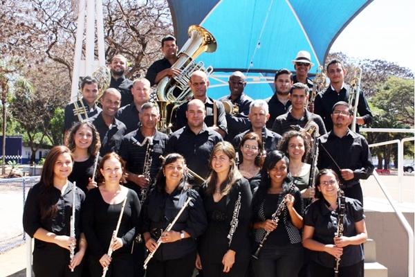 A orquestra tem como regente o maestro Roberto Gilson Cardoso, o Kaçulinha (Abelardo Ferreira Melo/Divulgação)