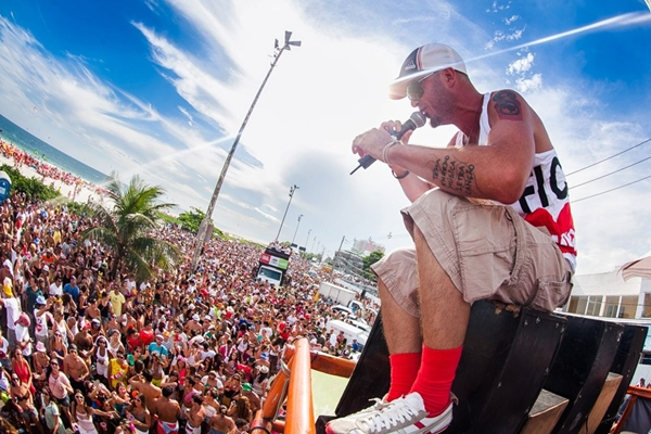 O bloco arrastou uma multidão durante o carnaval deste ano, no Rio de Janeiro (Raul Aragão/I Hate Flash/Divulgação)