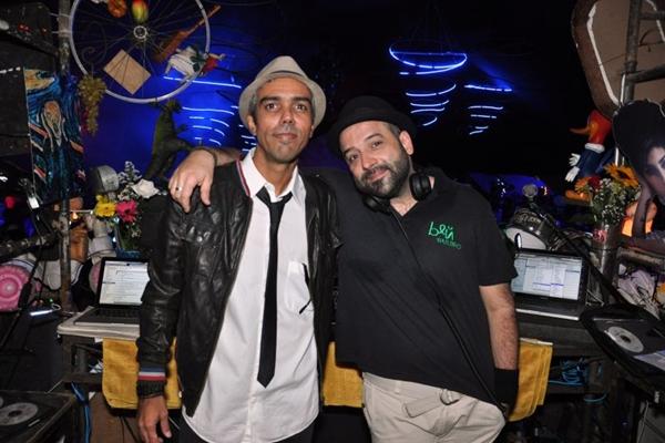 DJ's Markinhos Meskita e Rodrigo Penna (Paula Rafiza/Esp. CB/D.A Press)