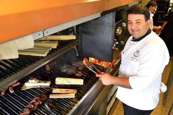 Ao assumir o fogão e a grelha do El Negro, o chef Marcello Piucco mantém os cortes nobres de carnes e inova em sabores leves  (Gustavo Moreno/CB/D.A Press)