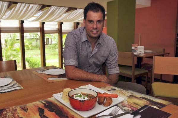 Frederico Bastos usa farinha panko na farofa do picadinho (Ed Alves/CB/D.A Press)