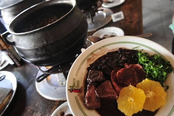 Feijoada do Armazém do Ferreira mantém o sabor de comida Caseira  ( Ed Alves/CB/D.A Press)