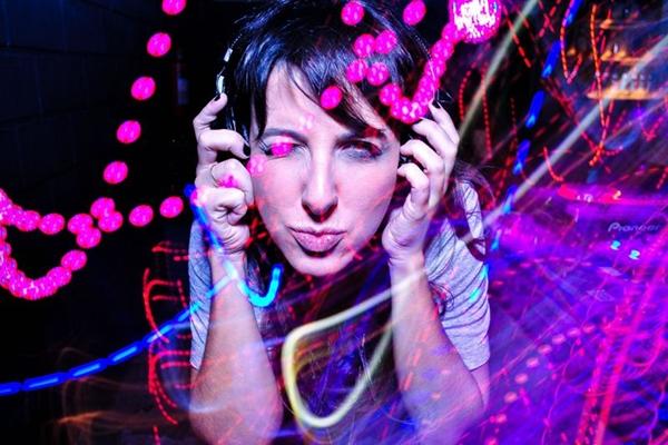 A DJ Mari Leone toca na última edição da festa neste ano (Evoproduções/Divulgação)