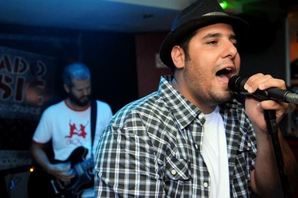 O repertório da Banda Muros é recheado de rock brasileiro (Luis Xavier de França/ Esp.CB/ D/D.A Press)