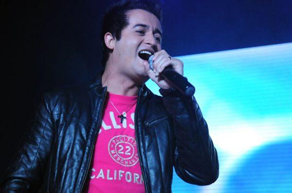 Sempre cantando: Rangel Castro apresenta-se em diversas festas (Luis Xavier de França/Esp. CB/D.A Press)