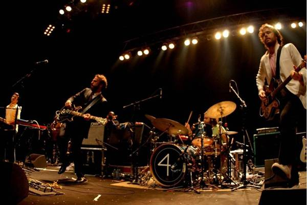 O trio se faz apresentação em dezembro na capital ( Caroline Bittencourt/Divulgacao)