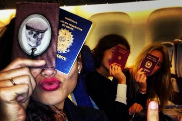 Débora Nascimento brincou na legenda: Garotas que querem se divertir vão para Nova York (Reprodução/Instagram@debranascimento)