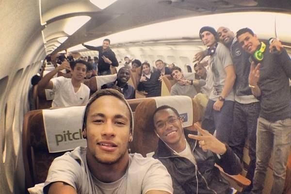 Na rede social, o craque comentou: 'Voltando pra casa ...' (Reprodução/Instagram@neymarjr)