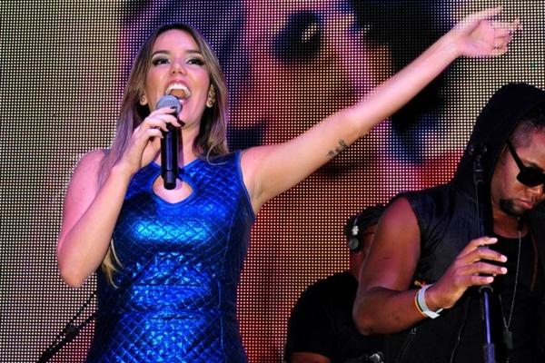A cantora fez a estreia na cidade neste mês, em show no Divina Living Bar (Paula Rafiza/Esp. CB/D.A Press)