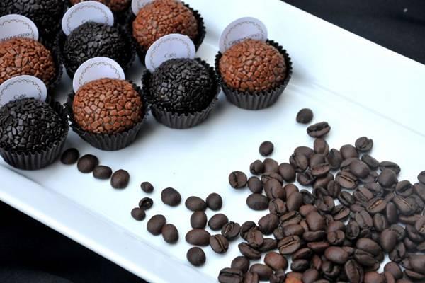 Café e capuccino, os sabores cafeinados dos docinhos da Puro Brigadeiria  (Antonio Cunha/Esp. CB/D.A Press)