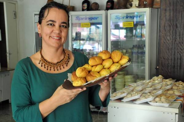 Maria Helena Herval ensina a preparar broa  (Antonio Cunha/Esp. CB/D.A Press)