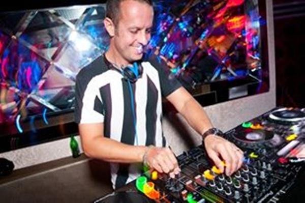 O DJ é a atração principal desta sexta (22/11), na Hög Club  (DJ David Penn/Facebook/Reprodução)