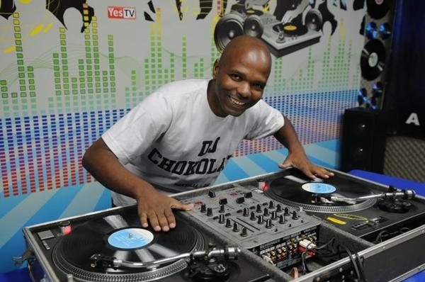 O DJ Chokolaty está entre as atrações da noite (Adauto Cruz/CB/D.A Press)