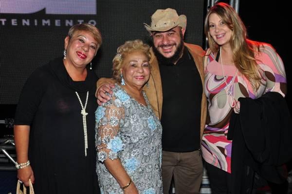 Romarary Vianna, Dijá Vianna, Rodrigo Vianna e Karina Rossi (Paula Rafiza/Esp. CB/D.A Press)