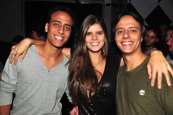 Daniel Cardone, Leticia Calazans e Arthur Cardone (Paula Rafiza/Esp. CB/D.A Press)