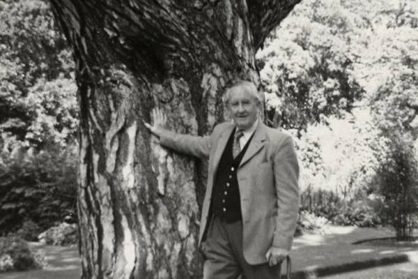 J.R.R. Tolkien, autor de 'O hobbit' e 'O senhor dos anéis' (Bonhams/Handout/Reutes )