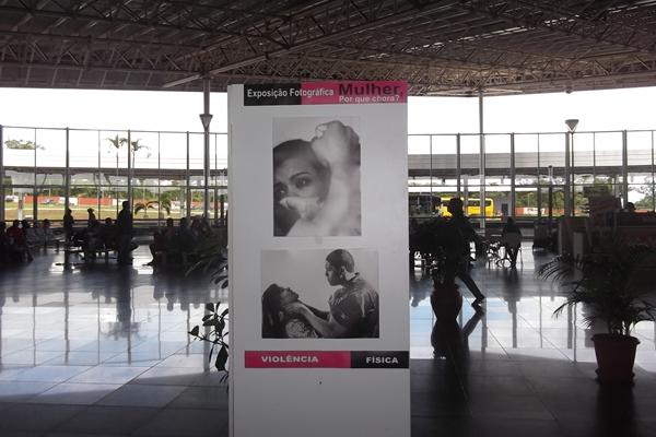 As fotos estáo expostas no saguão do Terminal, lugar onde passam muitas pessoas todos os dias  (Divulgação)