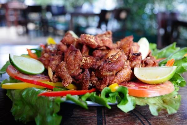 O popular frango a passarinho, incluído no cardápio do Bar Brahma graças à insistência  dos clientes (Bruno Peres/CB/D.A Press)
