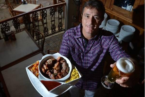 Itiberê Ribeiro Júnior foi buscar inspiração em outras cidades para petiscos, como a carne de lata (Gustavo Moreno/CB/D.A Press)