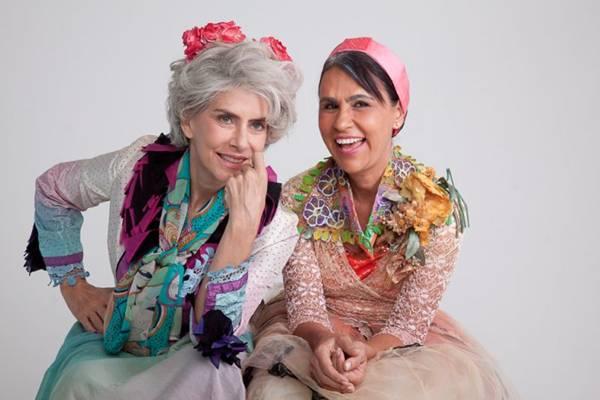 Maitê Proença (E) e Clarisse Derzié Luz dividem a cena  num espetáculo poético e lúdico  (Quadrado Redondo/Divulgação)