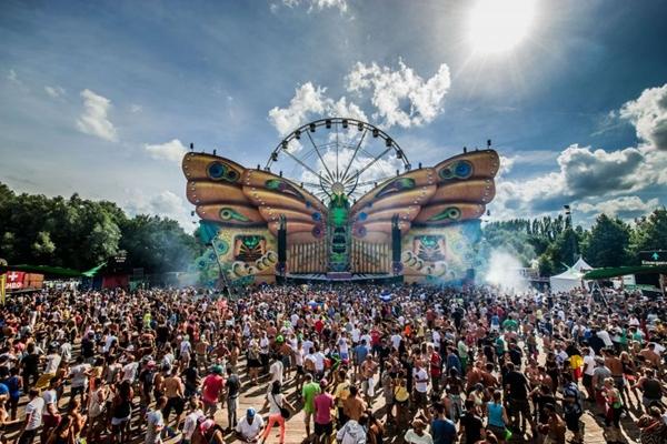 O festival de música eletrônica é realizado uma vez por ano na cidade na Bélgica (Jonas Roosens/Divulgação)