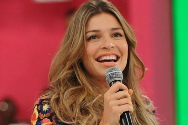 A atriz foi vista nesta quinta-feira (28/11) com uma suposta aliança na mão esquerda (Alex Carvalho/TV Globo)