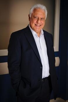 Antônio Fagundes interpreta o médico César, na atual novela das nove (Alex Carvalho/TV Globo)
